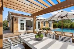 backyard-pergola-above-outdoor-dining-table