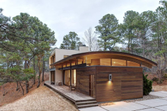 curved-roof-house-of-natural-materials-responds-to-surroundings-1